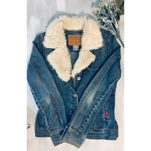 Hollister jean jacket 💫